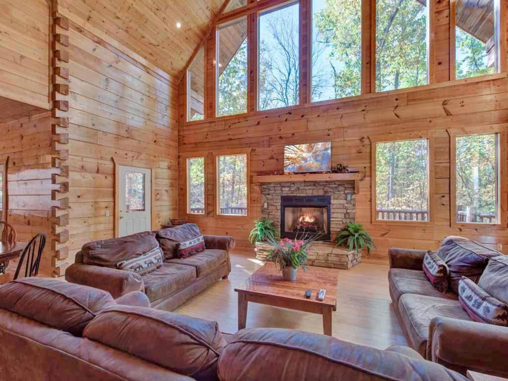 Vacation Home Unbridled Spirit Five Bedroom Cabin