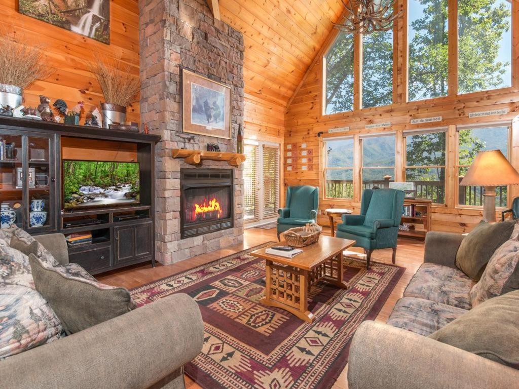 Dancing Bear Lodge 6 Bedroom Cabin Pittman Center Tn Booking Com