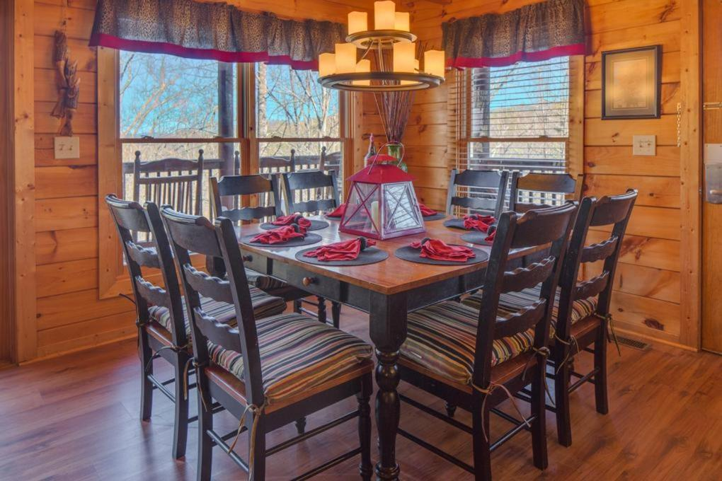 Vacation Home Holly Berry Four Bedroom Cabin Pigeon Forge Tn