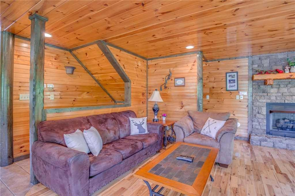 Celebration lodge four bedroom cabin gatlinburg tn - 4 bedroom cabins in gatlinburg tn ...