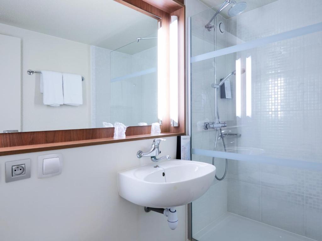 Hotel Campanile Chalon Saône, Chalon-sur-Saône, France - Booking.com
