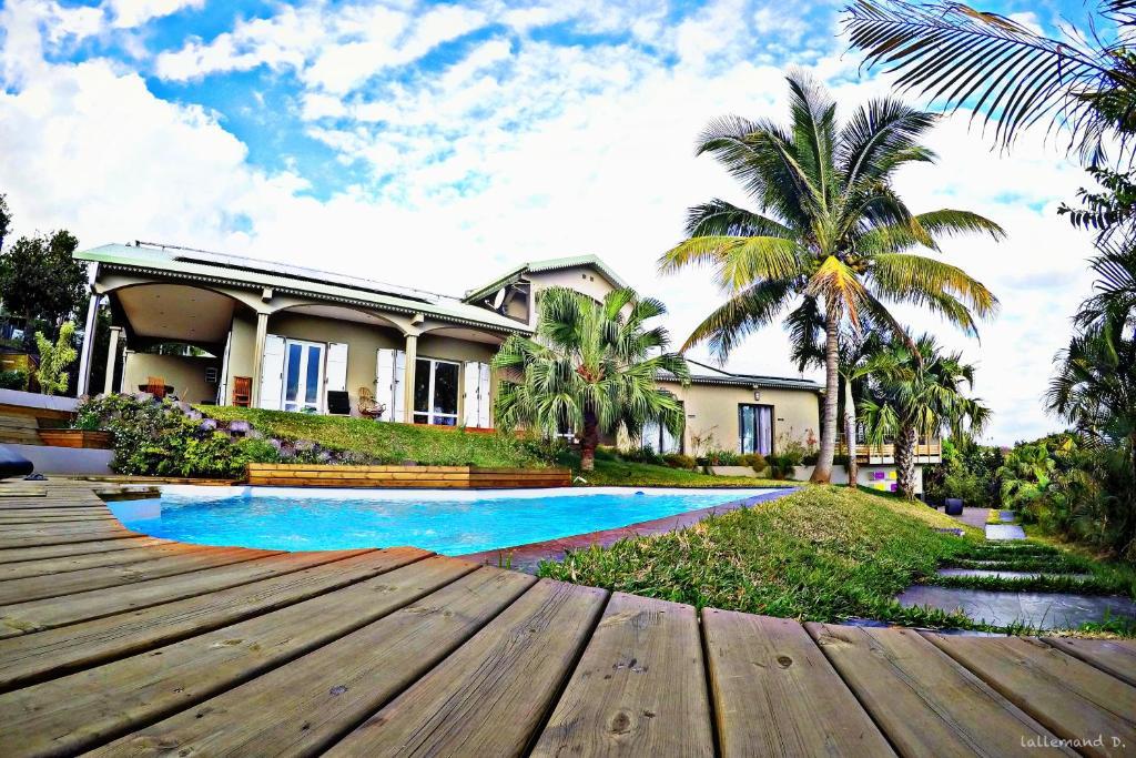 The swimming pool at or near Villa Romeo