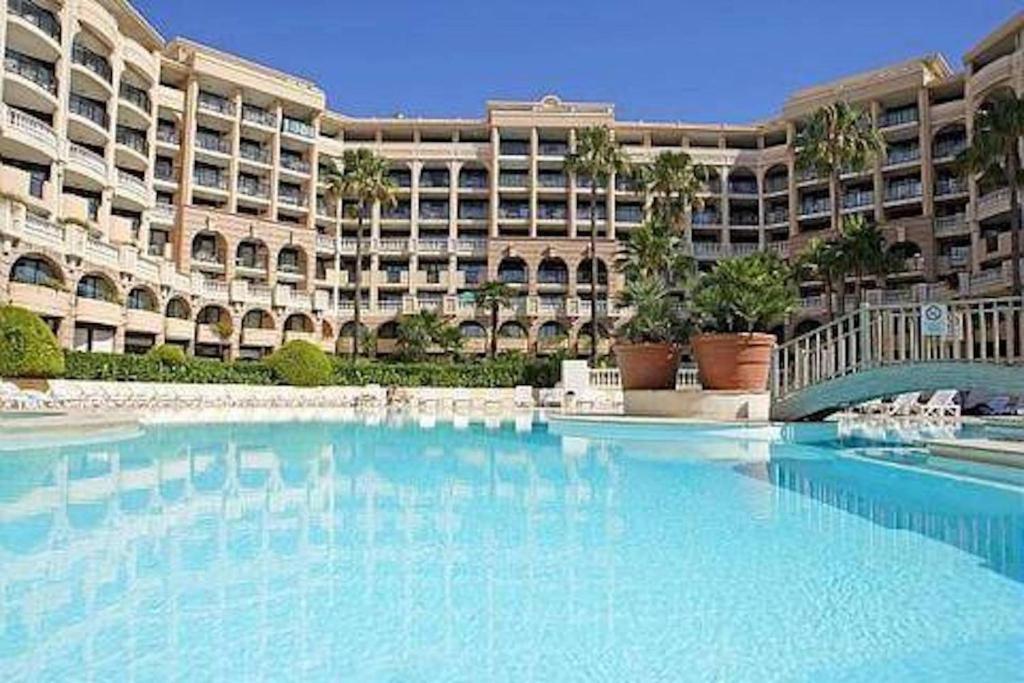 Cannes front beach pools apartment france - Piscine coubertin cannes la bocca ...