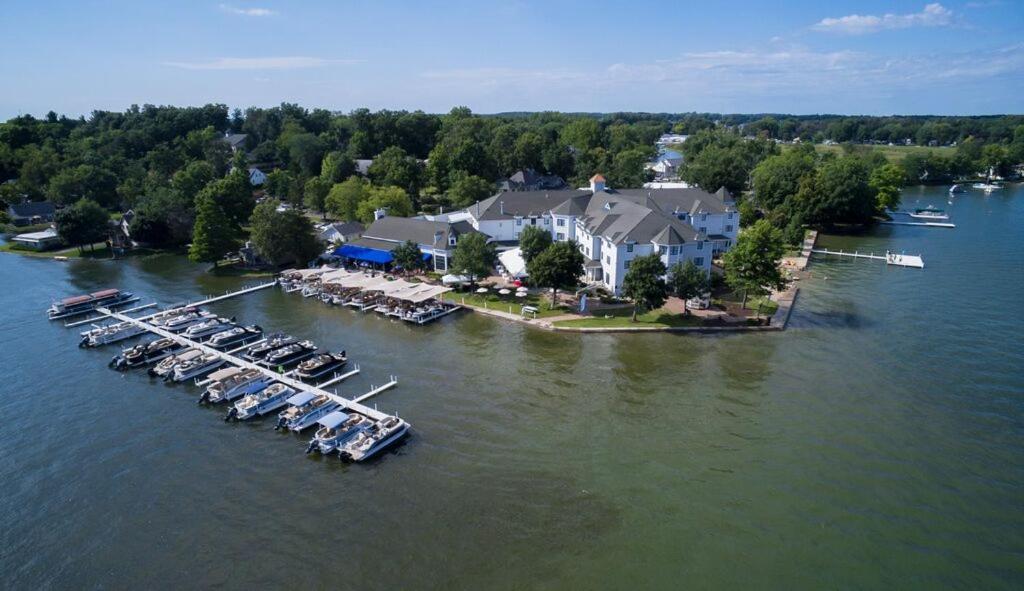 Oakwood Resort, Syracuse, IN - Booking.com
