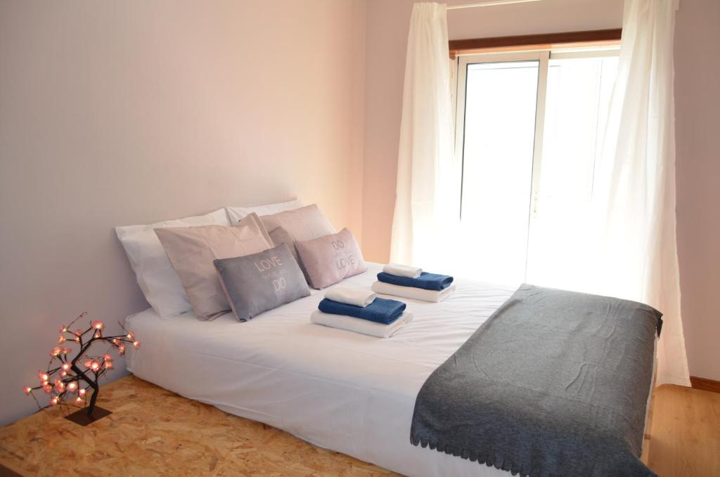 A bed or beds in a room at Apartment - Albergaria / Aveiro