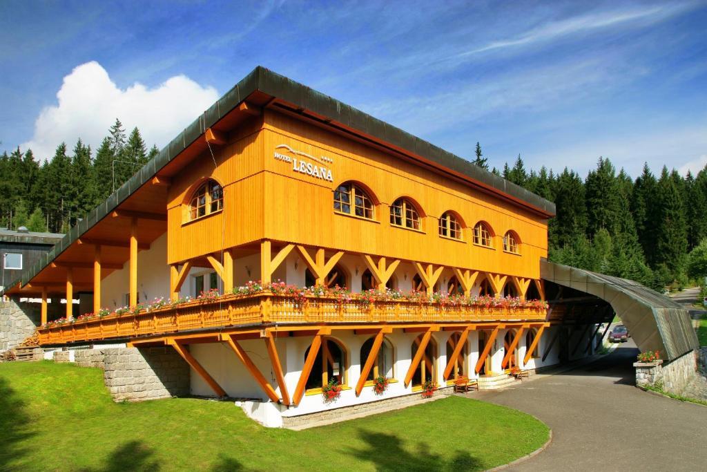 Výsledek obrázku pro hotel lesana špindlerův mlýn