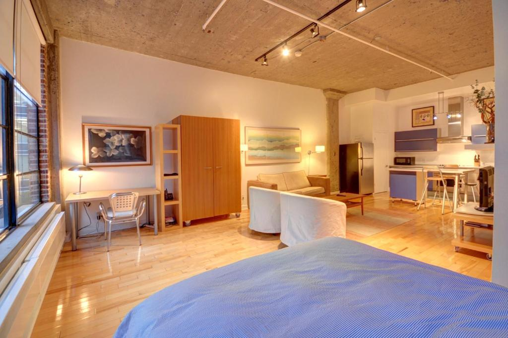 A loft apartment old montreal canada for Appart hotel montreal