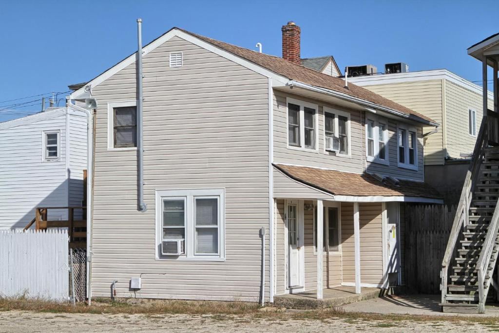 Vacation home shore beach houses 20 4 dupont avenue for Dupont house