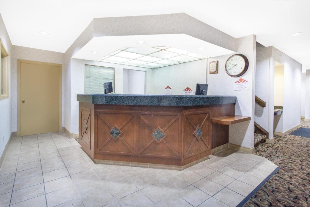 Hawthorn Suites by Wyndham Holland / Toledo