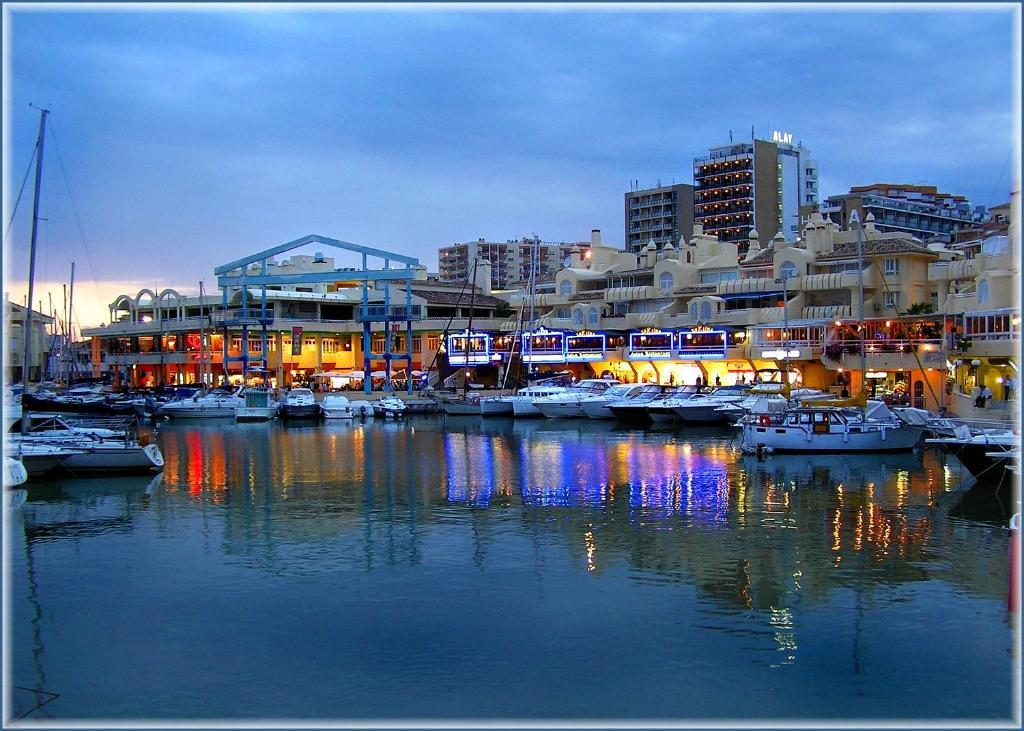 Apartment puerto marina planb4all benalm dena spain for Apartamentos puerto marina