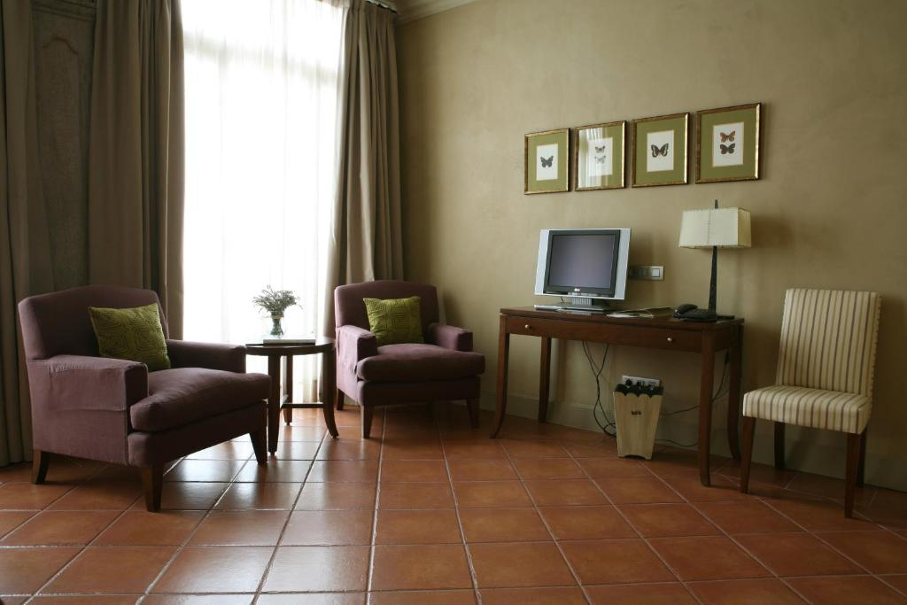 boutique hotels in cardona  11