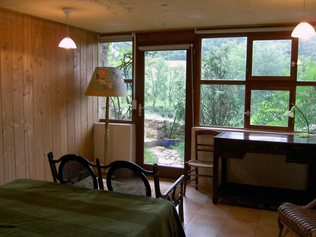 A seating area at Le Verger Sous Les Vignes