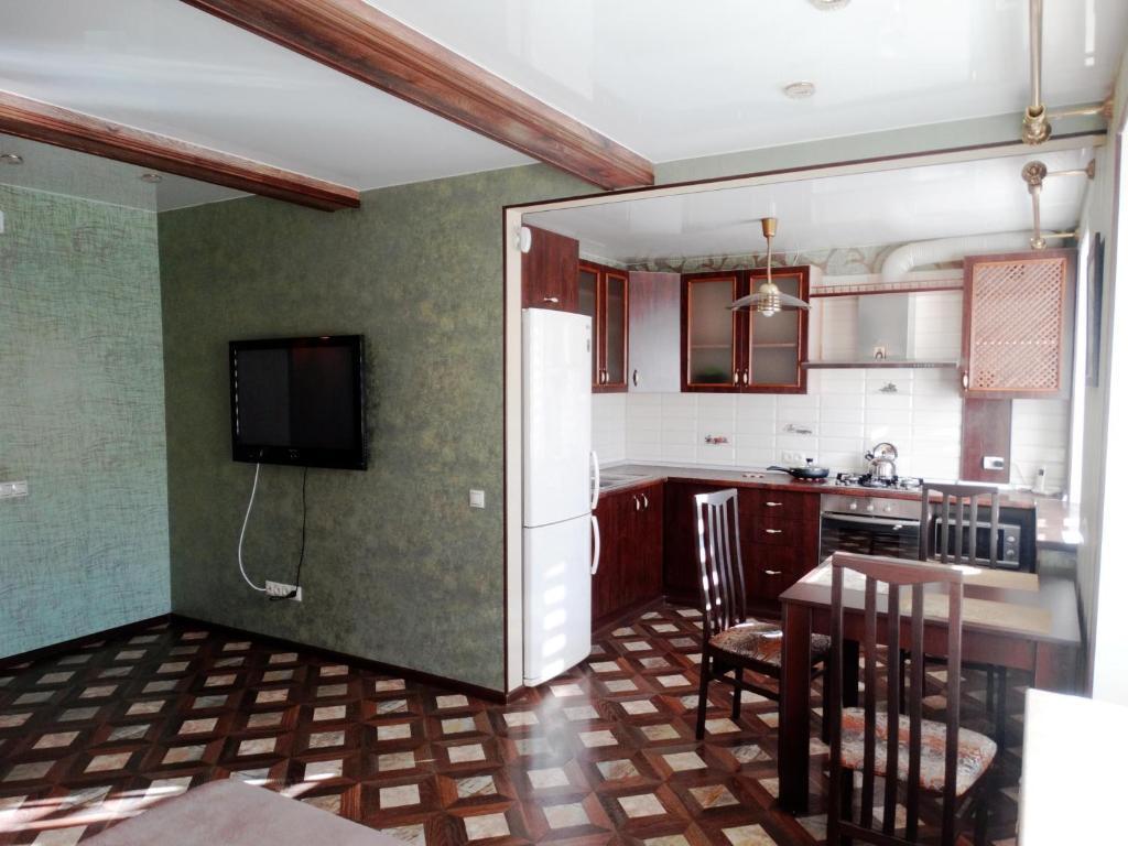 A kitchen or kitchenette at Apartment on Lenina 1