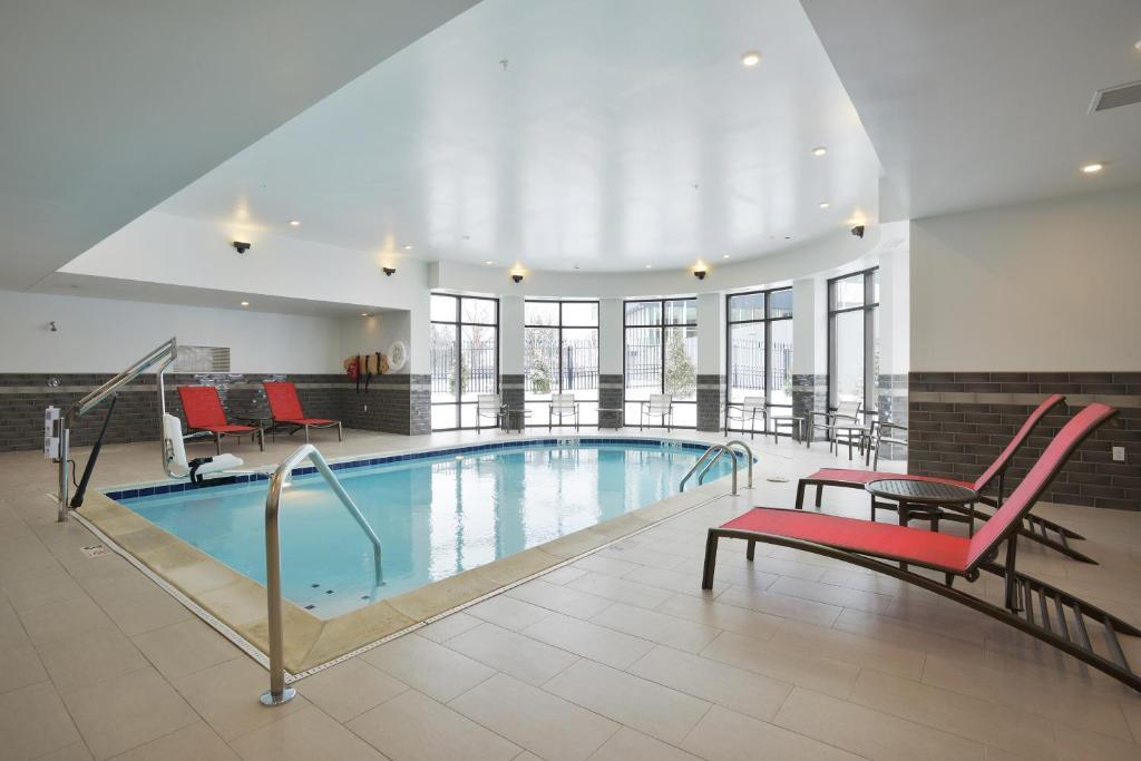 Hampton Inn Suites CincinnatiK Holiday Acres OH Bookingcom