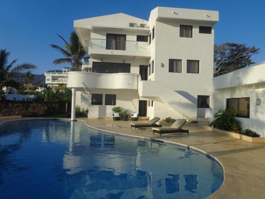 Vacation home white house mansion san felipe de puerto for La mansion casa hotel apurimac