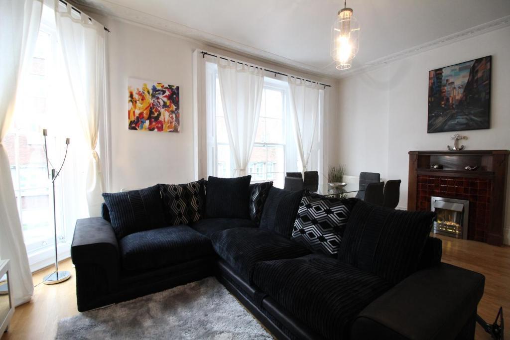Wondrous Captivating 3 Bed 2 Bath Apartment Gb London Booking Com Download Free Architecture Designs Embacsunscenecom