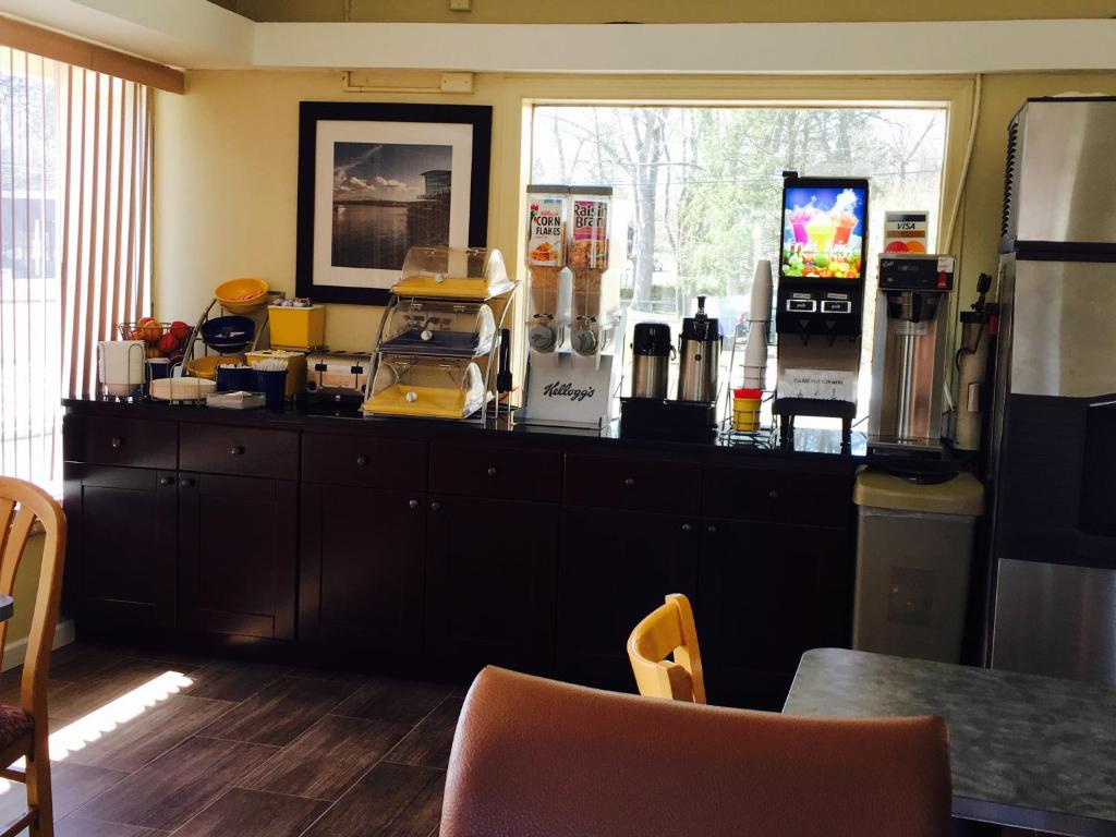 Americas Best Value Inn at Central Valley, Central Valley (USA) Deals