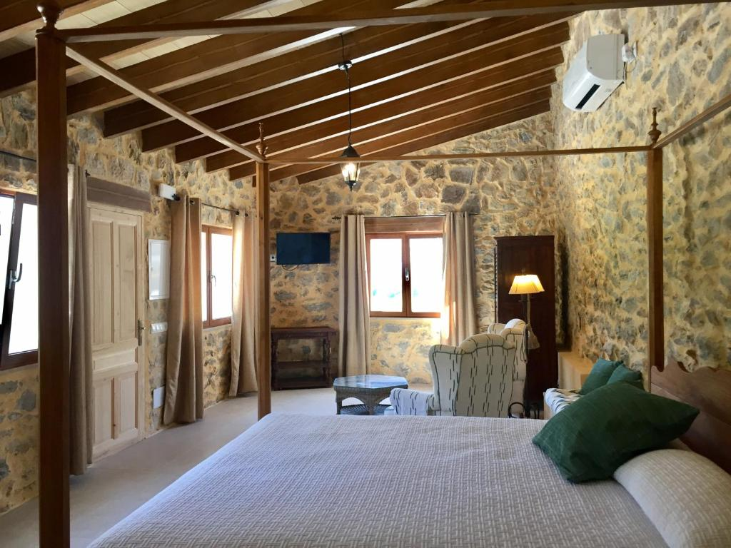 boutique hotels in puigpunyent  14