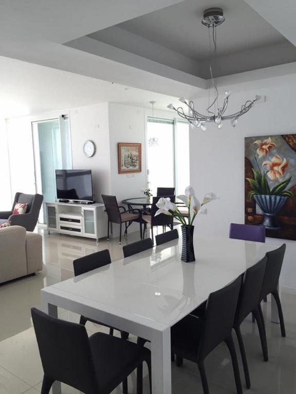 Luxury Apartment David HaMelech Netanya Israel
