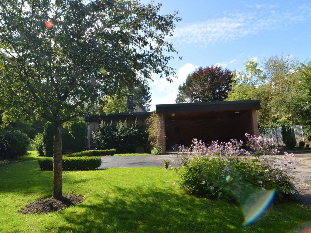 Villa patio et jardin belgi stavelot for Jardin tecina booking