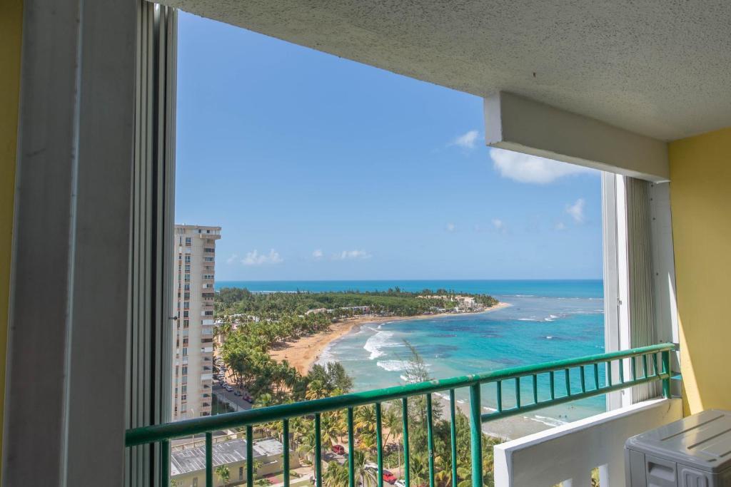 Apartamento playa azul rental puerto rico luquillo for Apartamentos playa azul