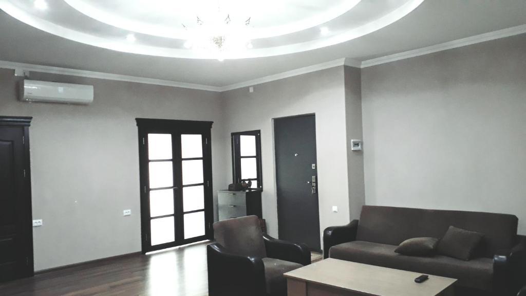 A seating area at Apartment Gorgiladze 66