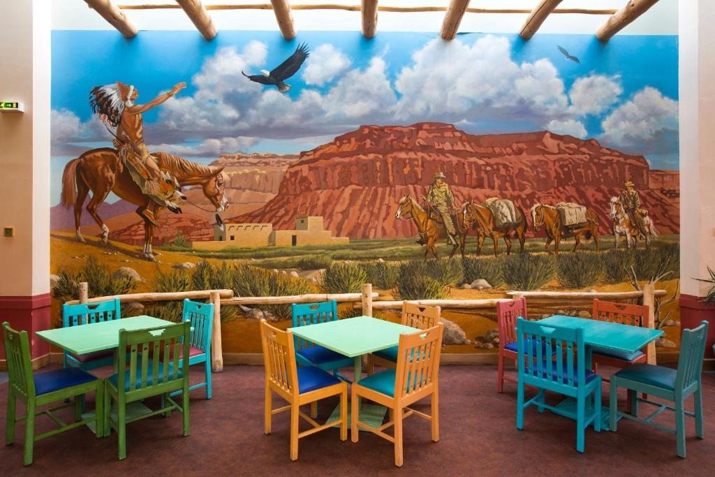 Camere Santa Fe Disneyland : Disneys hotel santa fe® coupvray u2013 prezzi aggiornati per il 2018