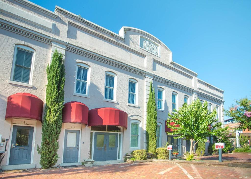 Vacation home savannah riverview two bedroom ga for Hotels with 2 bedroom suites in savannah ga
