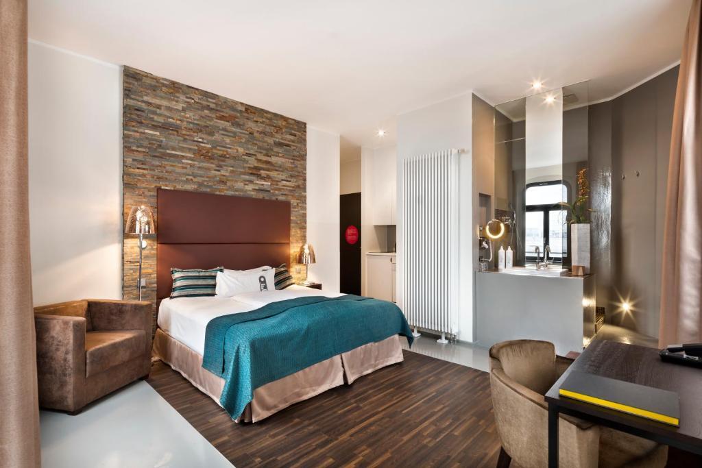 Lux 11 Berlin-Mitte, Berlin – Updated 2019 Prices