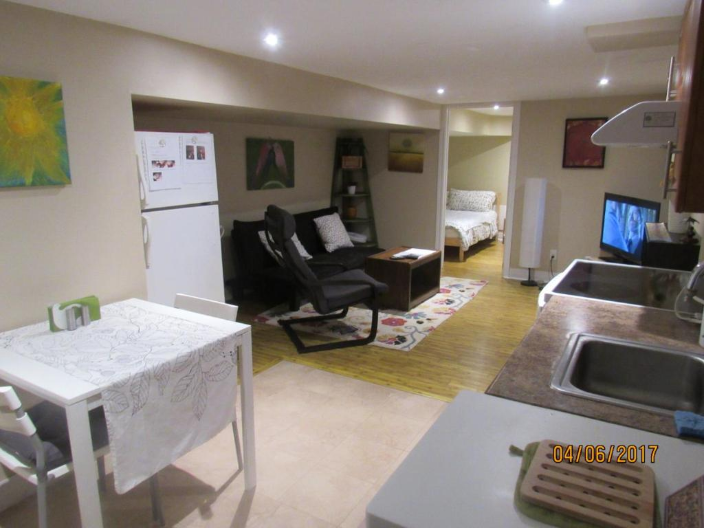Cosy 1 Bedroom Apartment In Toronto Beaches  Canada