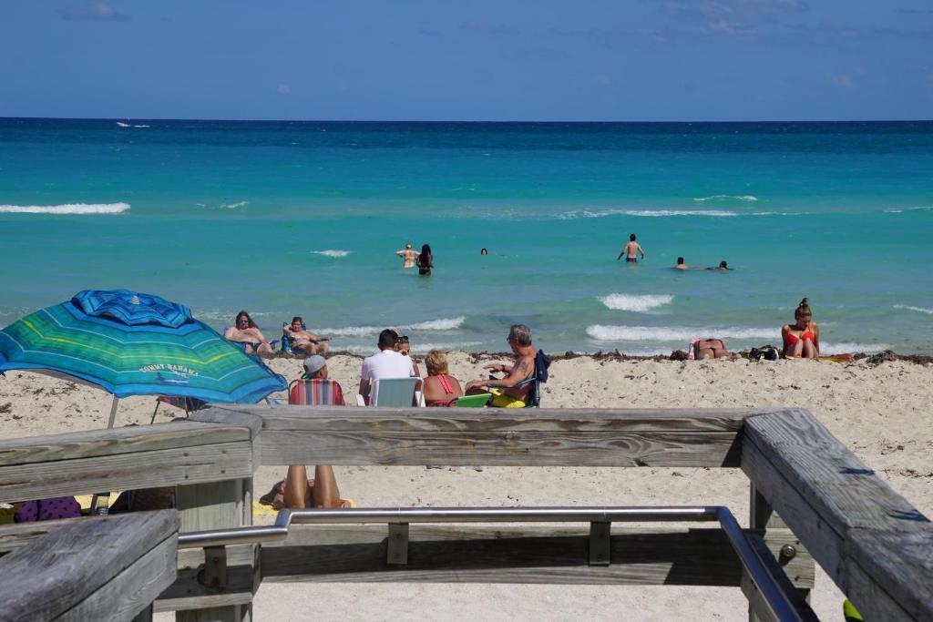 condo hotel miami beach sunshine at casablanca fl. Black Bedroom Furniture Sets. Home Design Ideas