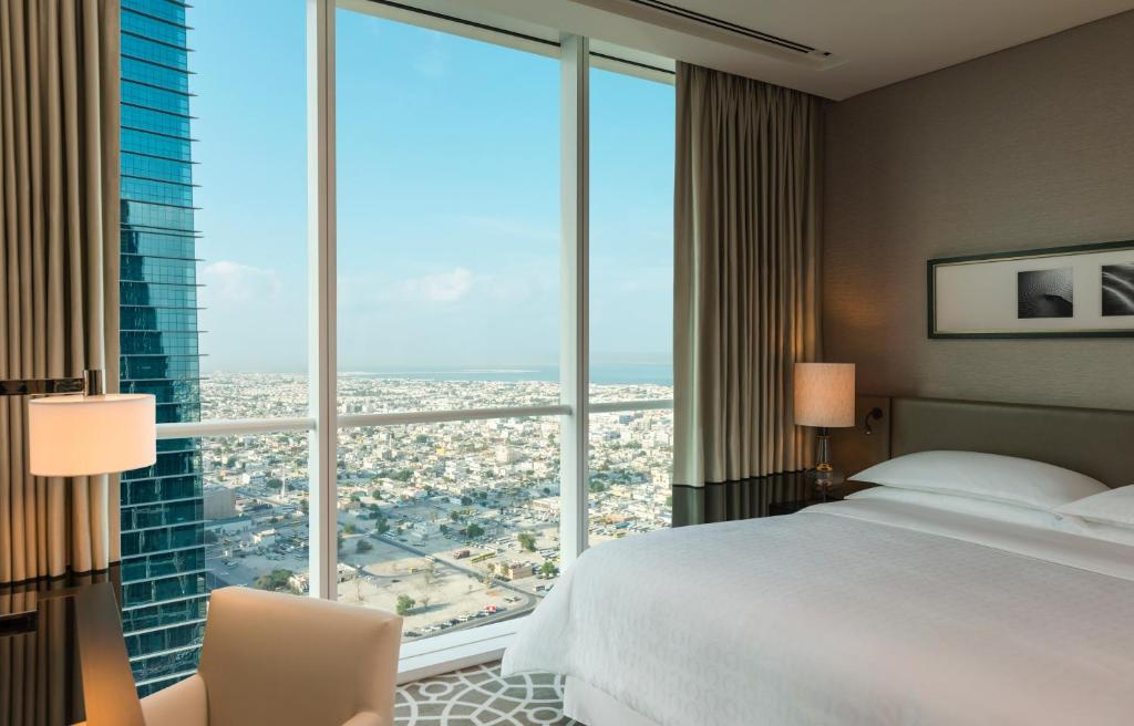 Sheraton grand hotel apartments dubai uae for The big hotel in dubai