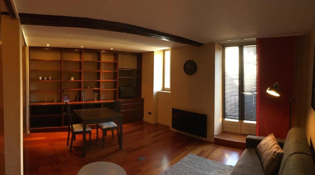 Apartments In Neuville-sur-saône Rhône-alps
