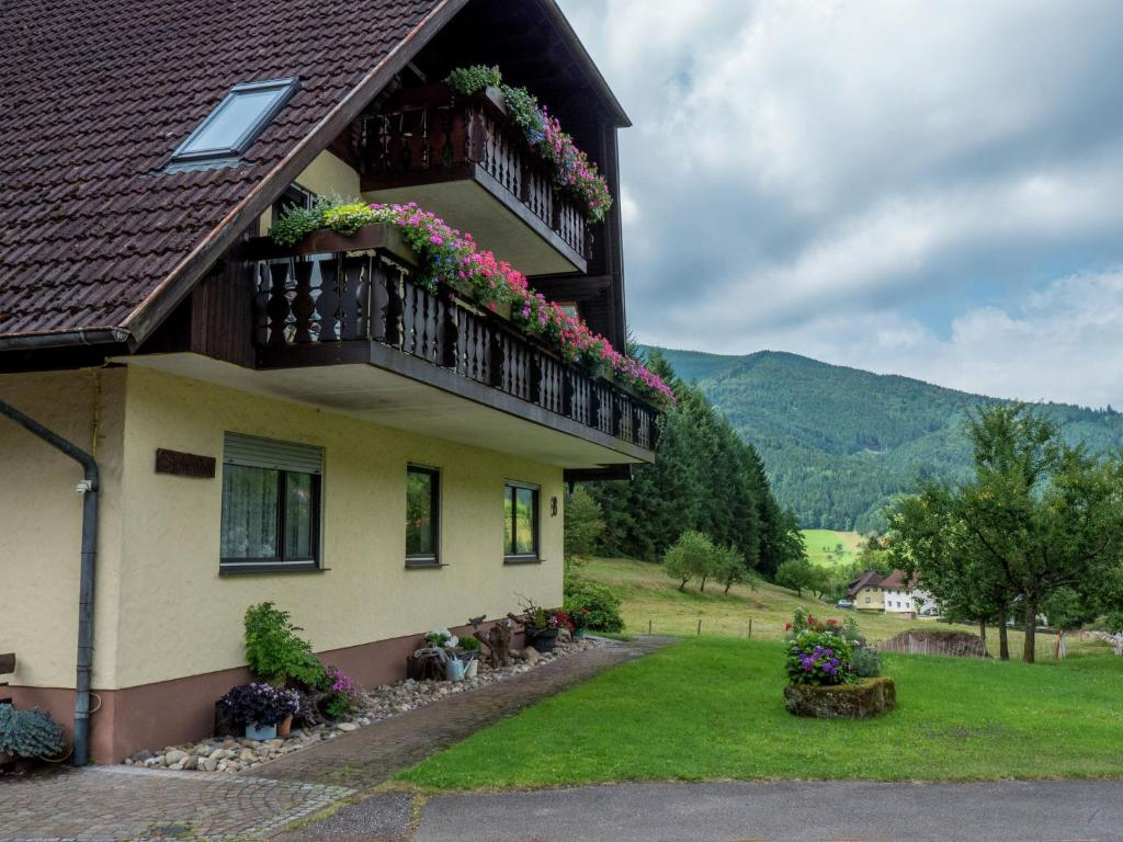 Apartment haus am wald 3 simonswald germany for Apartment haus