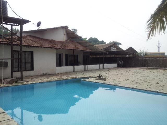 Bungalow in lonavala for rent fully ac music system and cook india for Lonavala bungalows with swimming pool for rent