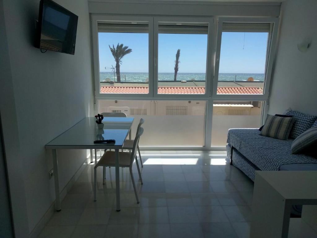 Apartamento Tropicana Primera Linea De Playa Roquetas De Mar  # Muebles Roquetas De Mar