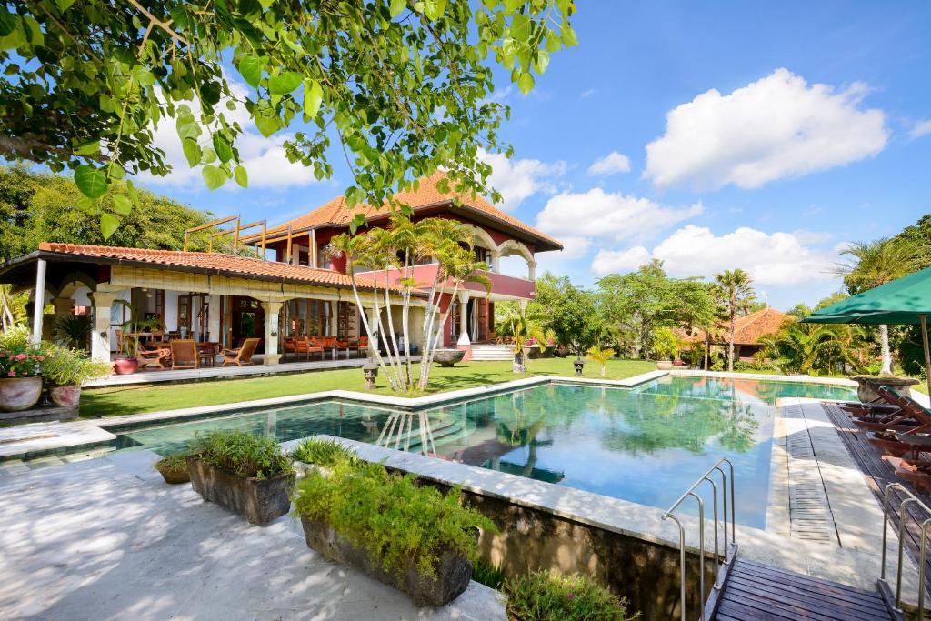Bazén v ubytování Canang Sari Villas nebo v jeho okolí