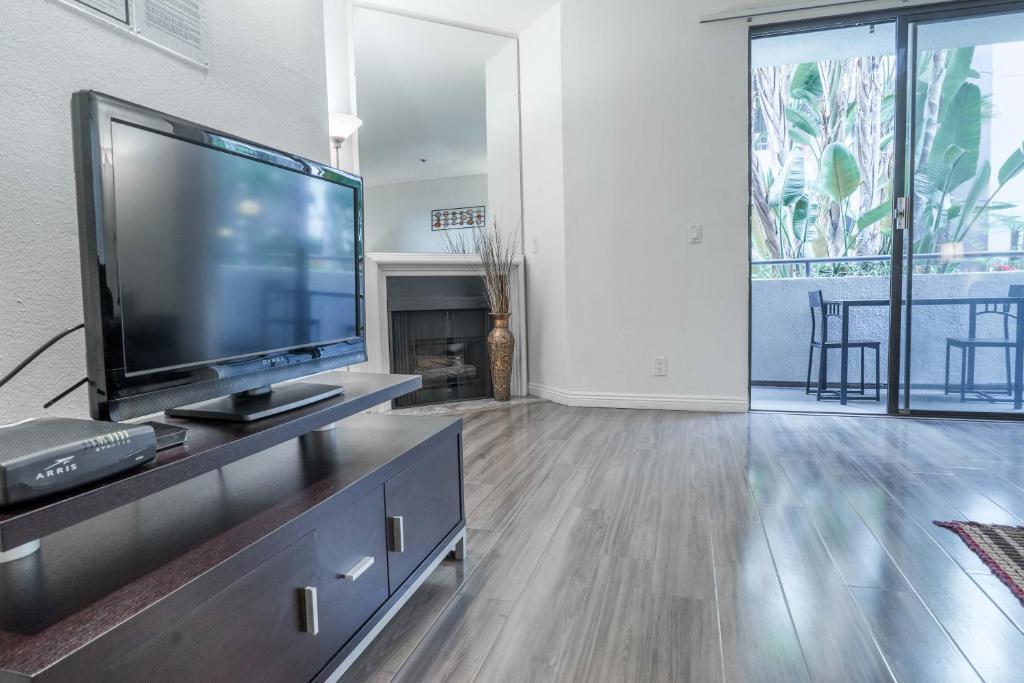 midvale apartment 339 los angeles ca booking com