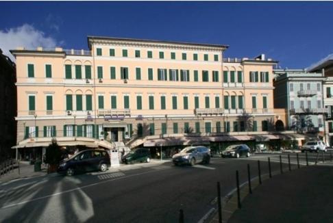 hotel mediterranee italie g nes. Black Bedroom Furniture Sets. Home Design Ideas