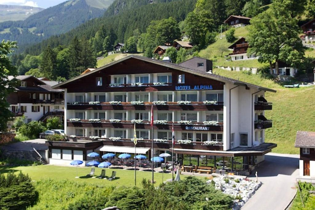 Hotel Restaurant Alpina Grindelwald Switzerland Bookingcom - Alpina hotel switzerland