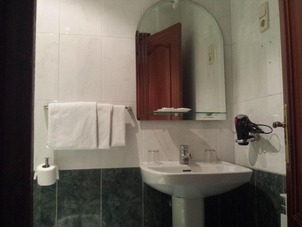 A bathroom at Hostal Pretoria