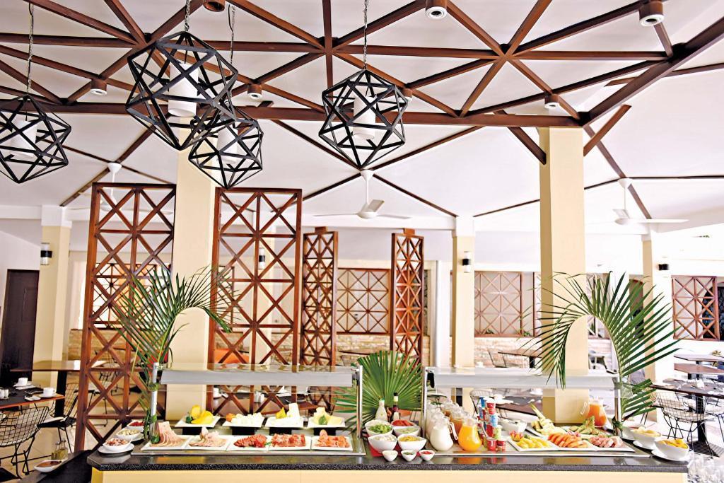 Een restaurant of ander eetgelegenheid bij Starfish Las Palmas - Adults Only