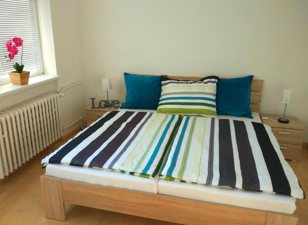 A bed or beds in a room at Riverview Apartment Bratislava
