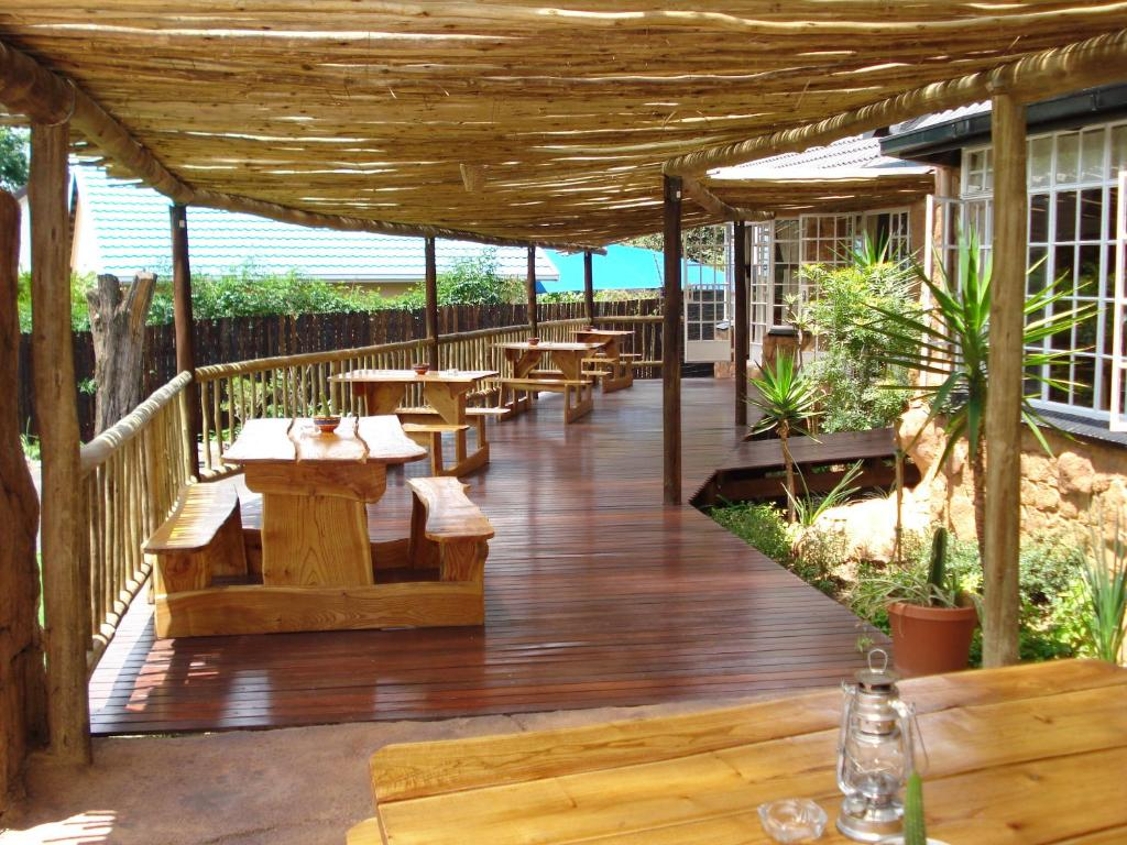 A restaurant or other place to eat at Flintstones Guesthouse Fourways
