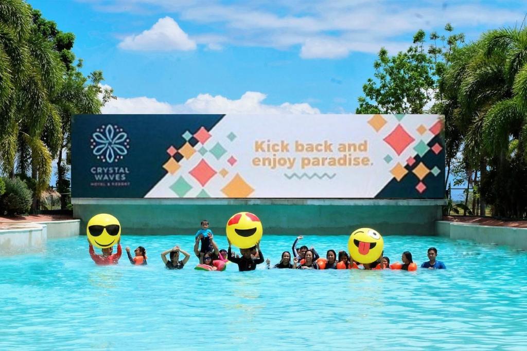 Crystal Waves Hotel And Resort Philippinen Santo Rosario Booking Com