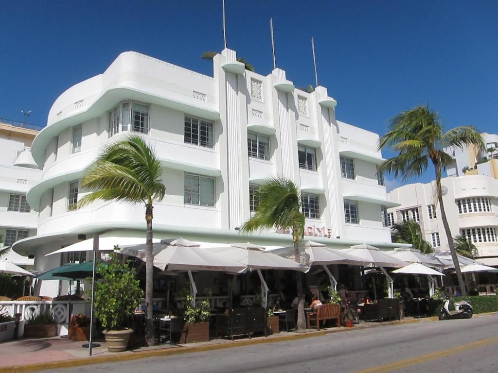 Carlyle Apartments on Ocean Drive Miami Beach