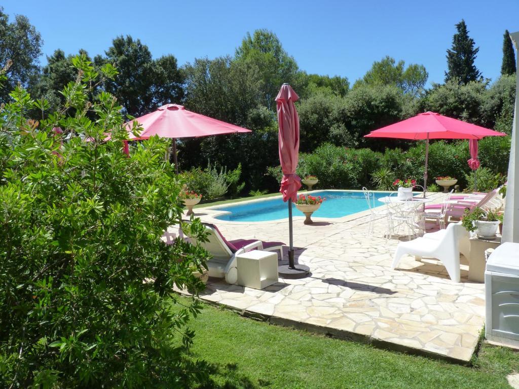 Gite en rez de jardin dans coin calme avec piscine aubais - Gite pyrenees orientales avec piscine ...
