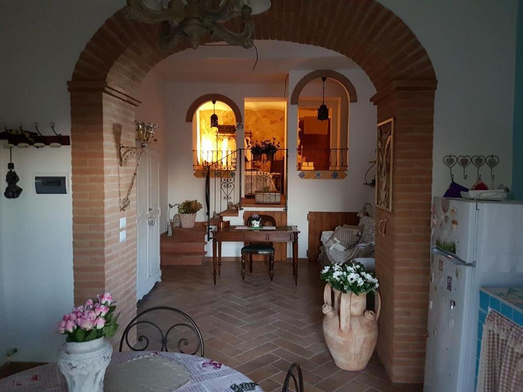 A Restaurant Or Other Place To Eat At La Maison Des Fleurs