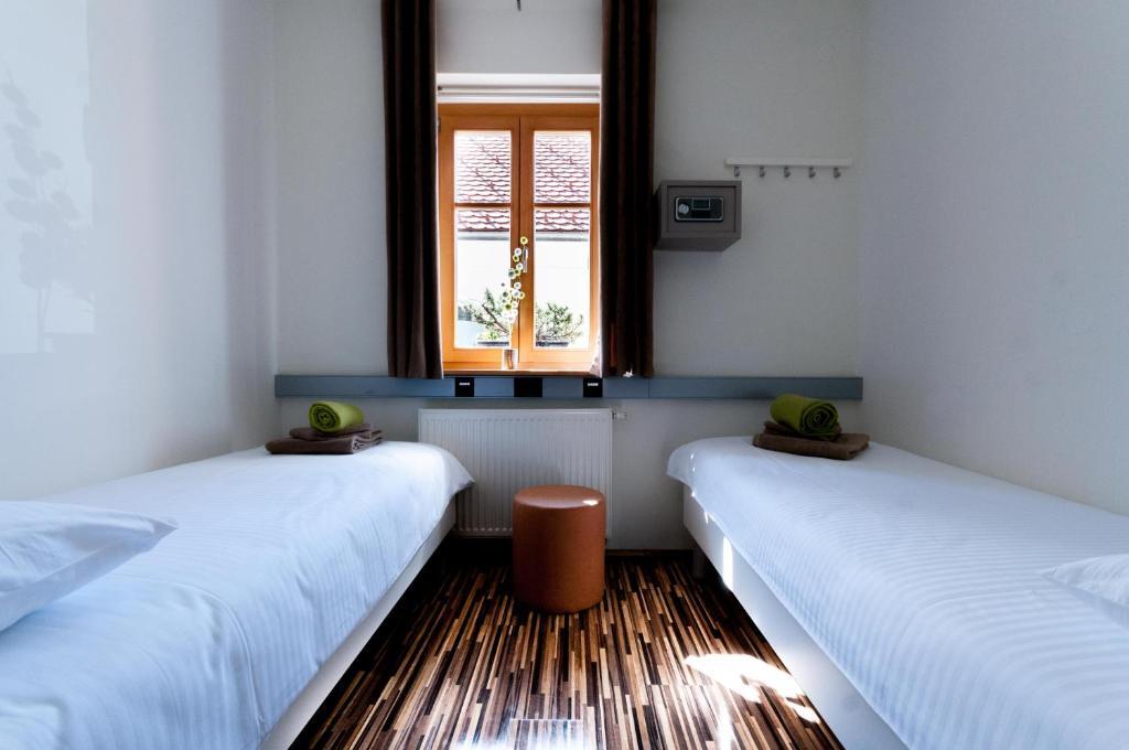 Postelja oz. postelje v sobi nastanitve CUBE central rooms for 2