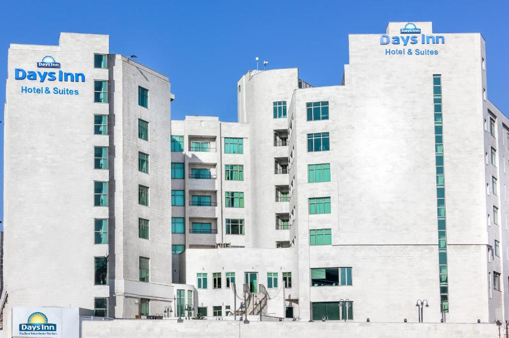 Resultado de imagen de days inn amman hotel jordan